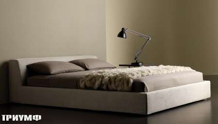 Итальянская мебель Meridiani - кровать lewis низкая в ткани