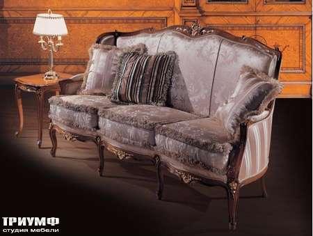 Итальянская мебель Ezio Bellotti - Диван 3-х местный в ткани с деревом