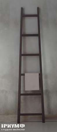 Итальянская мебель Orizzonti - вешалка для одежды Moheli лестница