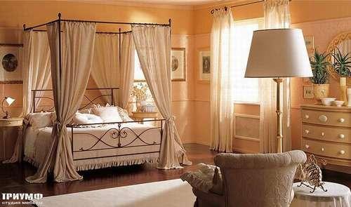 Спальня с балдахином по периметру Tuscania