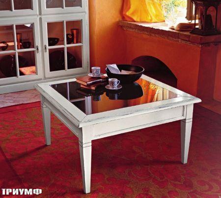 Итальянская мебель Tonin casa - квадратный журнальный стол со вставкой из стекла