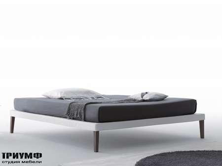 Итальянская мебель Orizzonti - кровать Ebridi Sommier