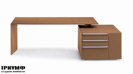 Итальянская мебель Poltrona Frau - стол C.E.O. Cube