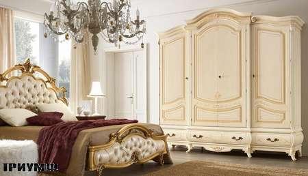 Итальянская мебель Grilli - кровать резная с кожанным изголовьем