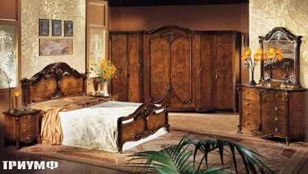 Итальянская мебель Grilli - Кровать с резными накладными узорами