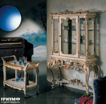 Итальянская мебель Silik - Горка на резной подставке