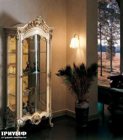 Итальянская мебель Silik - Витрина с глазированными стеклами