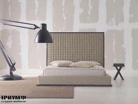Итальянская мебель Orizzonti - кровать Scilly High с высоким изголовьем