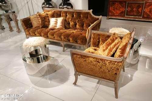 Итальянская мебель Cornelio Cappellini - Диван Luigi с пуговицами, журнальный стол