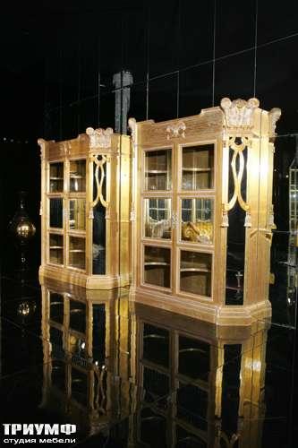 Итальянская мебель Cornelio Cappellini - Витрина из состаренного дерева и серебра