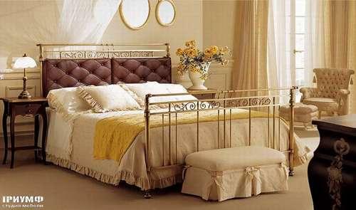 Итальянская мебель Giusti Portos - Кровать с накладными тканевыми подушками Soire