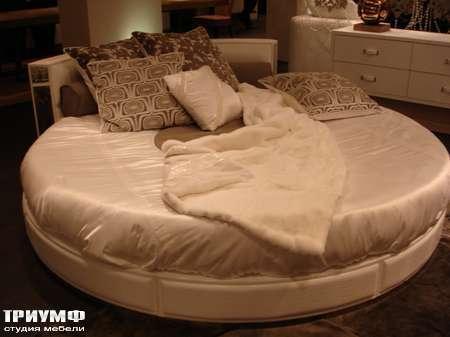 Итальянская мебель Rugiano - Кровать круглая в коже Venus 220 или 240 см диаметром