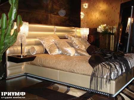 Итальянская мебель Rugiano - Кровать Rubino кожаная с подсветкой