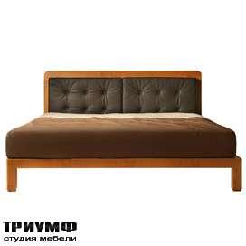 Итальянская мебель Morelato - Кровать с мягкими подушками на изголовье