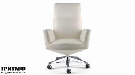 Итальянская мебель Poltrona Frau - кресло Chancellor