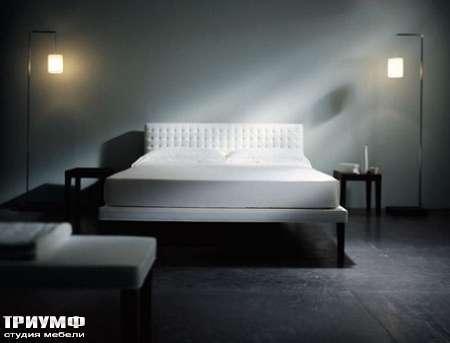 Итальянская мебель Orizzonti - кровать Ebridi с мягкой отделкой