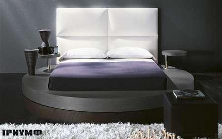 Итальянская мебель Presotto - круглая кровать Zero с круглыми столиками в дереве
