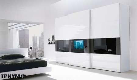 Итальянская мебель Presotto - шкаф Dama scorevolle с окошком под ТВ