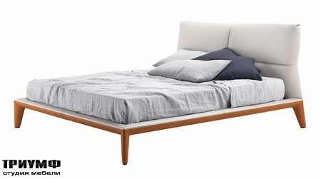 Итальянская мебель Poltrona Frau - кровать Giselle