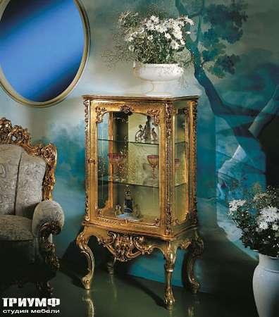 Итальянская мебель Silik - Витрина с ручной резьбой